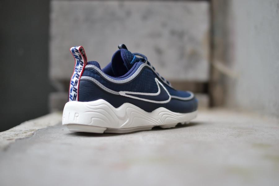 basket-nike-air-zoom-spiridon-bleu-blanc-cassé-avec-tirettes (2)