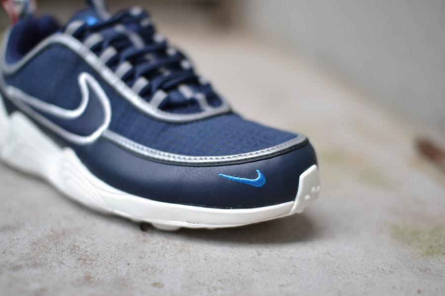 basket-nike-air-zoom-spiridon-bleu-blanc-cassé-avec-tirettes (4)