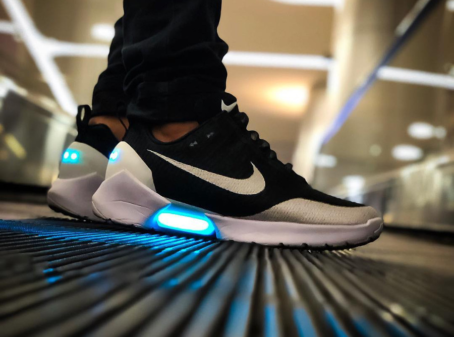 basket-nike-hyperadapt-1-0-earl-black-white-on-feet