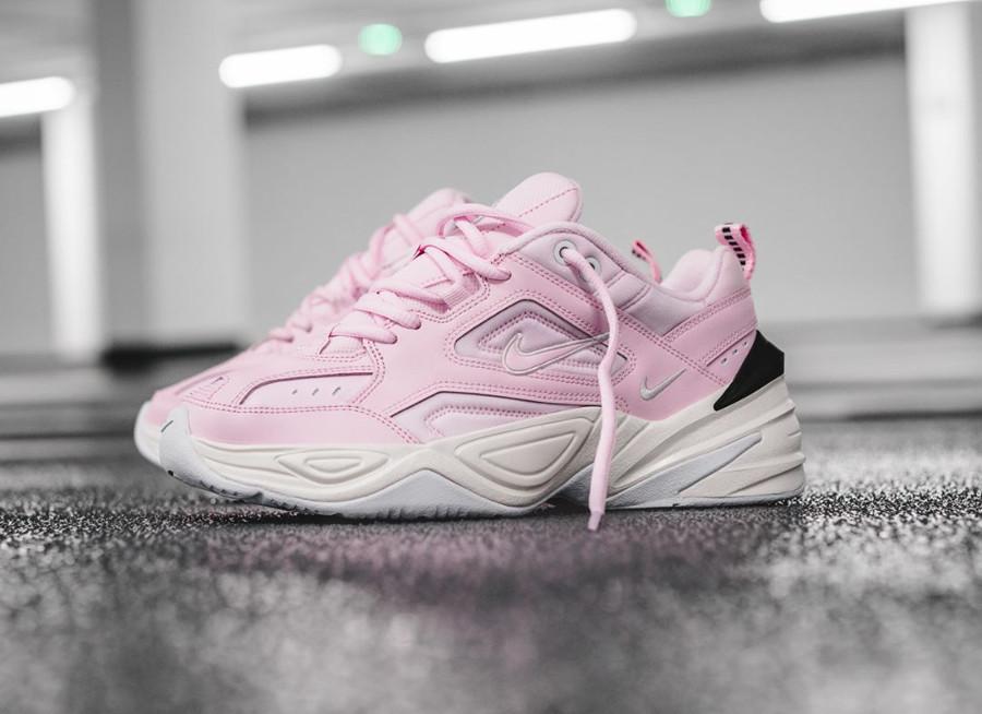 basket-nike-m2k-fille-tecno-daim-rose-grosse-semelle-blanc-cassé (2)