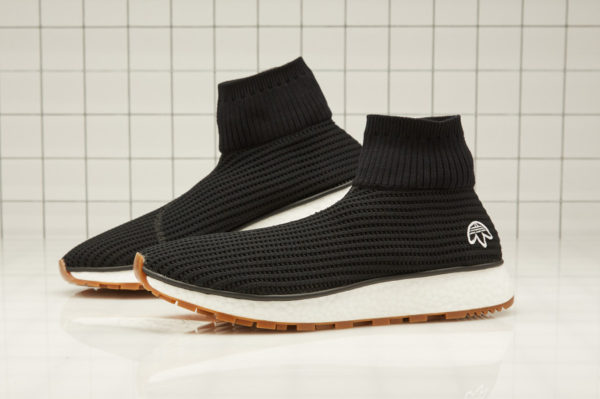 chaussure-adidas-aw-run-clean-mesh-noire-semelle-gomme-AQ1230 (1)