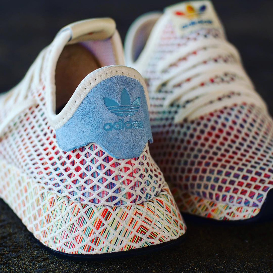 chaussure-adidas-deerupt-runner-cream-white-rainbow-flag-2018-CM8474 (1)