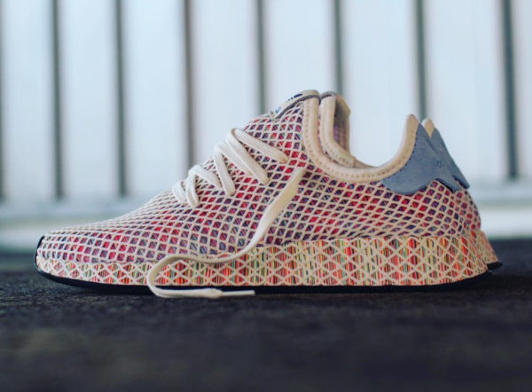 chaussure-adidas-deerupt-runner-cream-white-rainbow-flag-2018-CM8474 (3)
