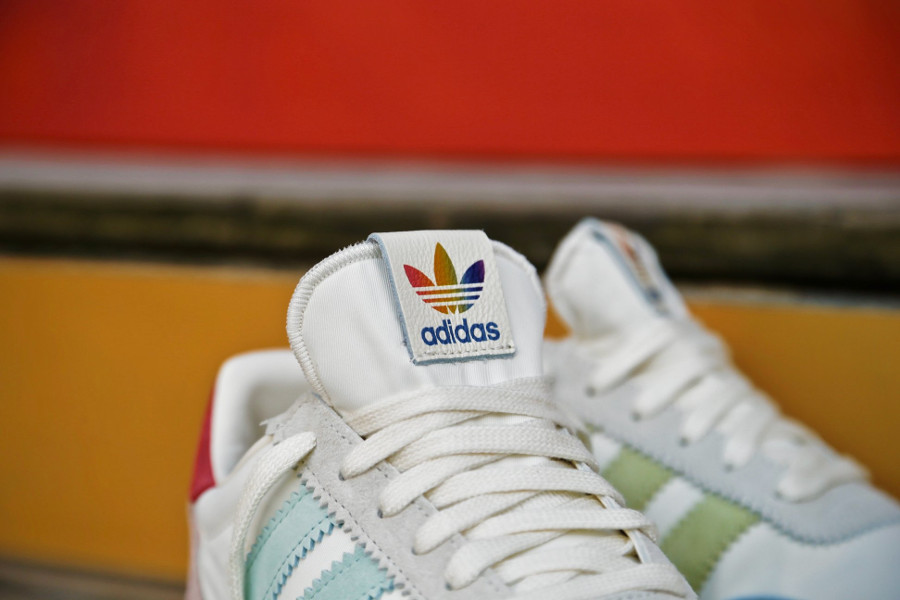 chaussure-adidas-i-5923-runner-pride-cream-white-multicolore-better-together-B41984 (1)