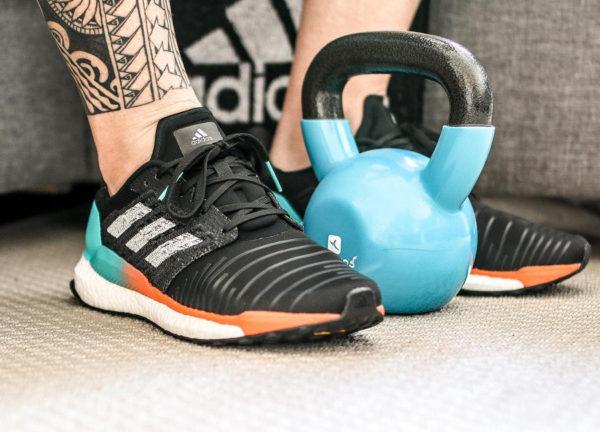 chaussure-adidas-solar-boost-noire-dégradé-turquoise-orange-cq3168 (3)