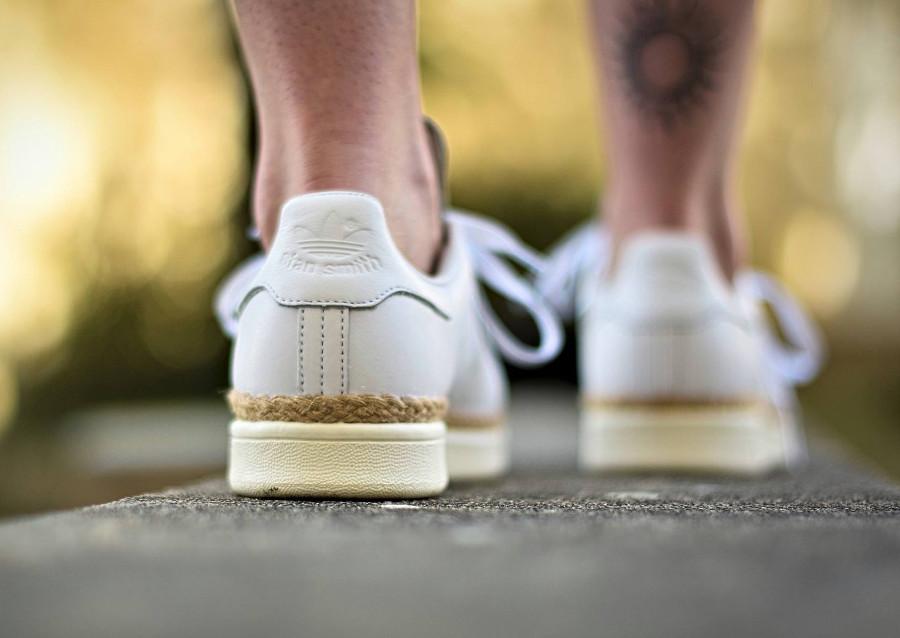 chaussure-adidas-stan-smith-cuir-blanc-semelle-en-jute-on-feet-CQ2439 (4)