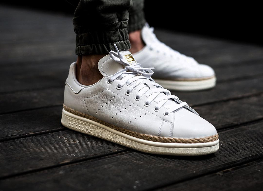 chaussure-adidas-stan-smith-cuir-blanc-semelle-en-jute-on-feet-CQ2439 (5)