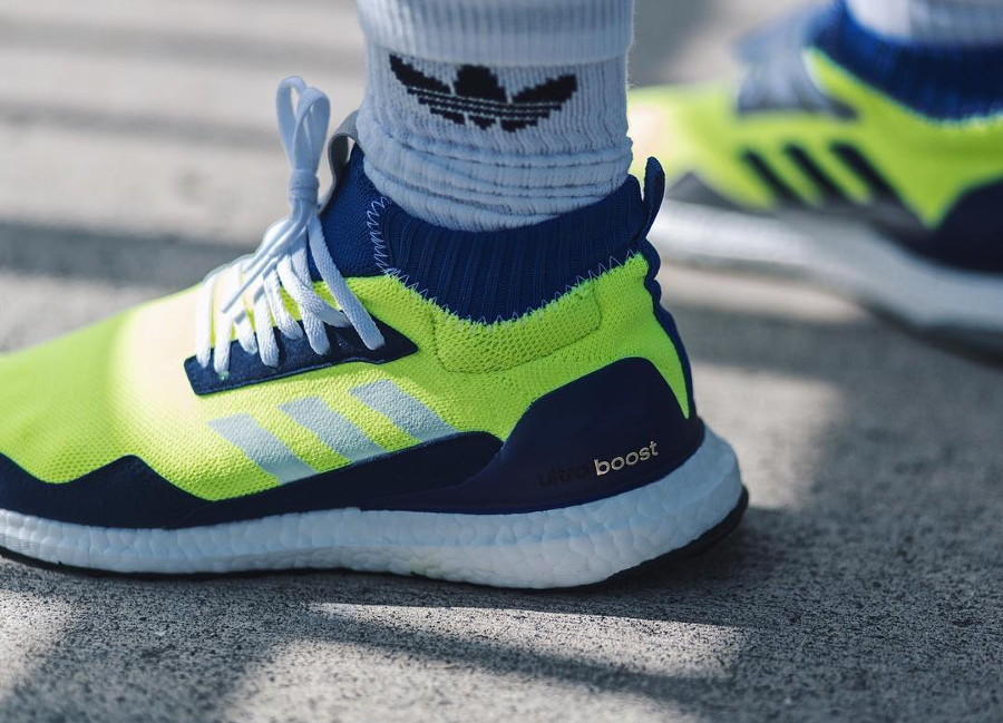 chaussure-adidas-ultraboost-mid-prototype-fluo-on-feet (2)