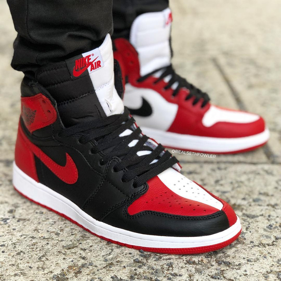chaussure-air-jordan-1-montante-og-homage-to-home-on-feet (1)