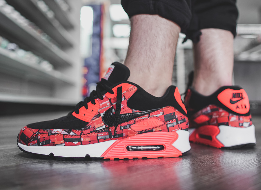 chaussure-atmos-nike-air-max-90-og-infrared-we-love-nike-on-feet (1)