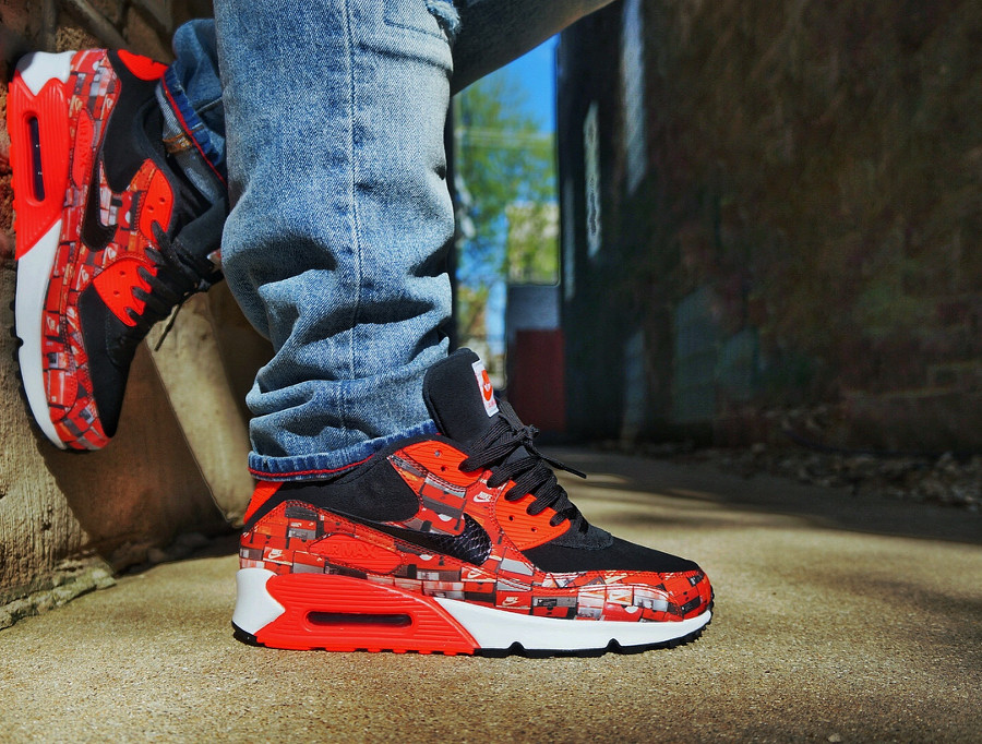 chaussure-atmos-nike-air-max-90-og-infrared-we-love-nike-on-feet (2)