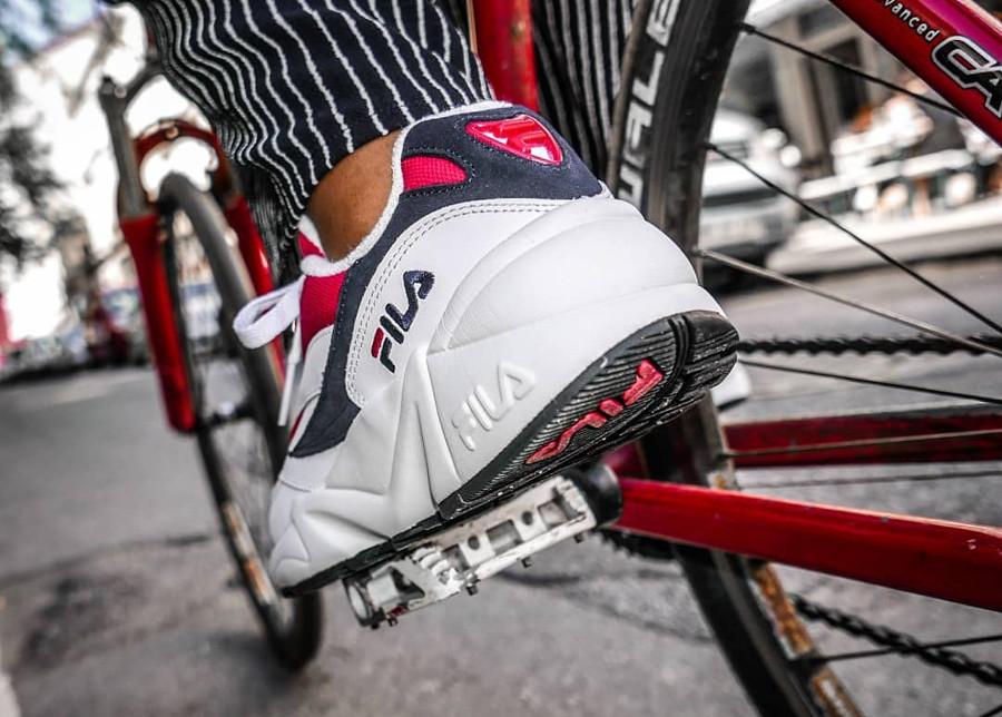 chaussure-fila-venom-blanche-rouge-on-feet (1)