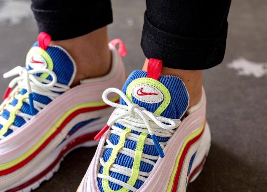 chaussure-nike-air-max-97-se-corduroy-arc-en-ciel-on-feet (3)
