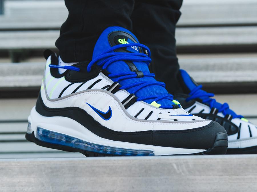 chaussure-nike-air-max-98-blanche-noire-bleu-foncé-vert-fluo-on-feet (3)
