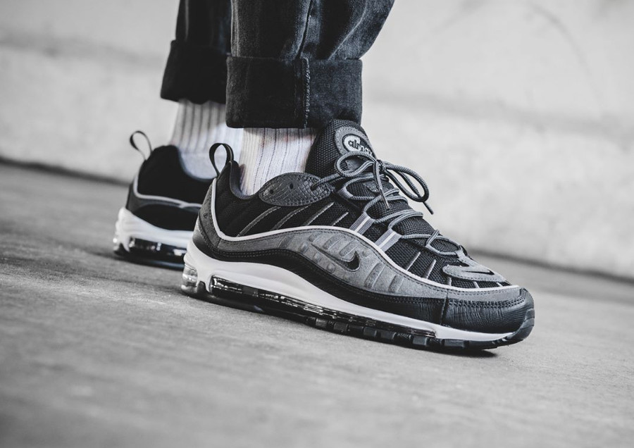 magasin d'usine e33df 163d9 Review : la Nike Air Max 98 SE Grise Black Anthracite on feet