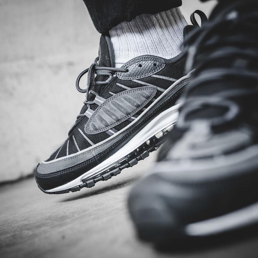 chaussure-nike-air-max-98-se-grise-noire-AO9380-001 (3)