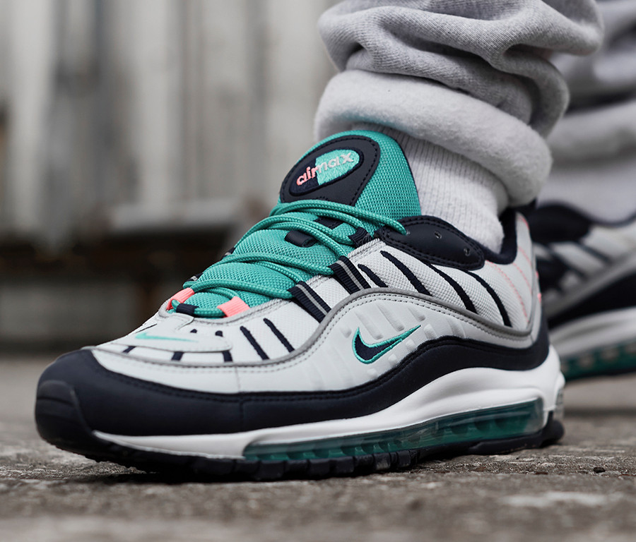 chaussure-nike-air-max-98-south-beach-vert-turquoise-rose-on-feet (3)