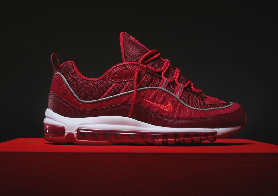chaussure-nike-air-max-98-special-edition-rouge-équipe-imprimé-crocodile-1