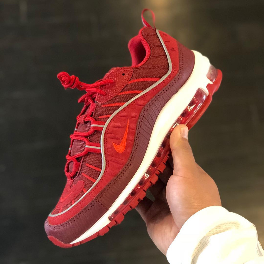 chaussure-nike-air-max-98-special-edition-rouge-équipe-imprimé-crocodile