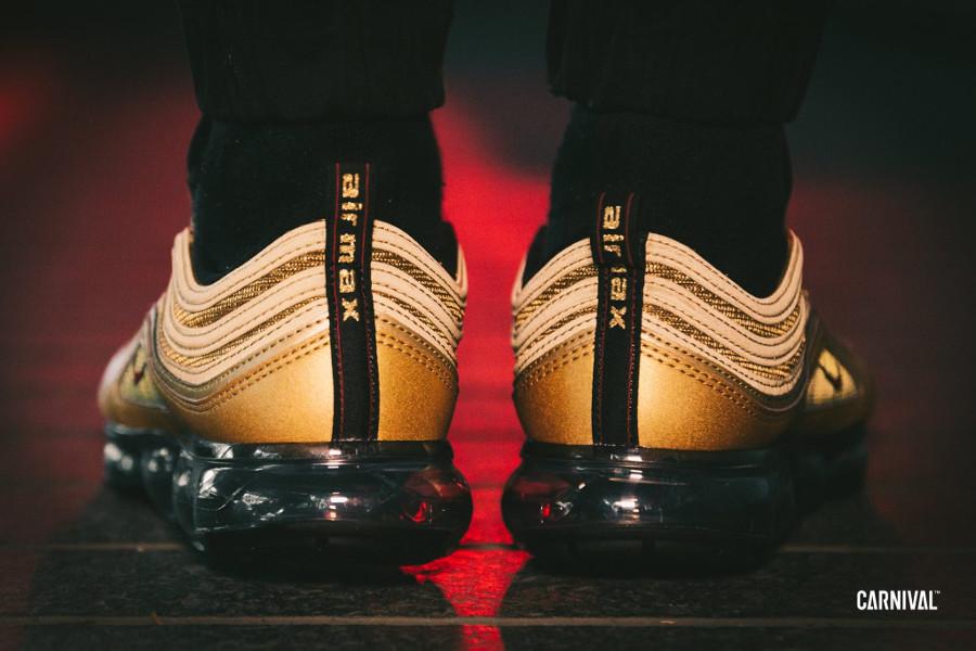 chaussure-nike-air-vapormax-97-original-dorée-pour-homme-on-feet (3)