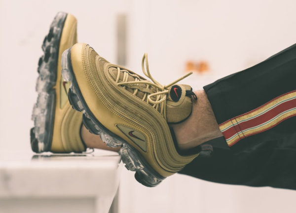 newest 596ed 40fbd Review] Nike Air Vapormax 97 OG Metallic Gold Bullet
