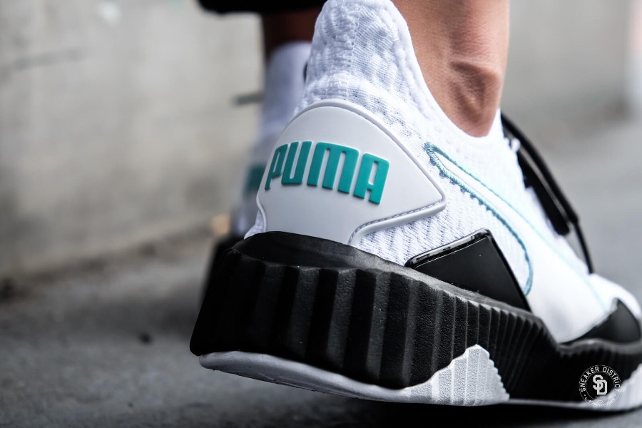 chaussure-puma-defy-trainer-fille-white-black-aux-pieds-190949_03 (3)