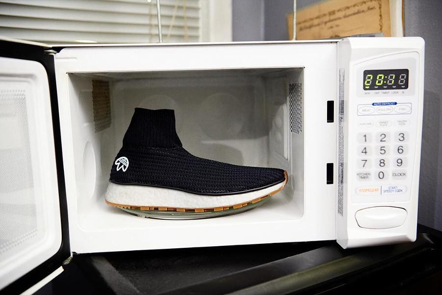 sortie-alexander-wang-adidas-aw-run-black-gum