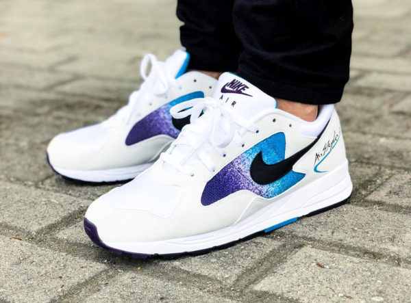 Chaussure Nike Air Skylon 2 II OG White Grand Purple on feet