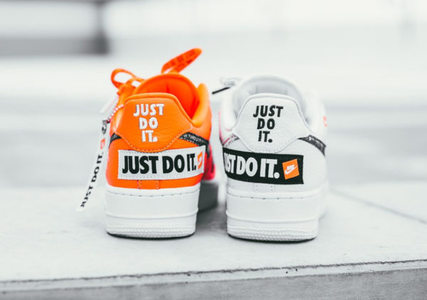 timeless design 186b4 fdbf9 Chaussure Nike Air Force 1  u002707 Premium Just Do It White  u0026 Total  Orange ...
