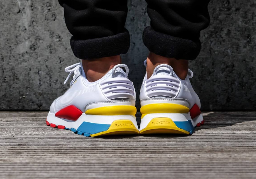 Puma-RS-0-Play-blanche-bleu-jaune-et-rouge-0367515-01-1