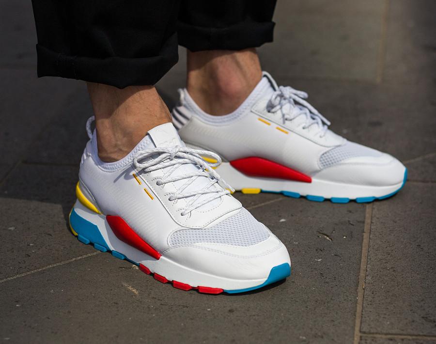 Puma-RS-0-Play-blanche-bleu-jaune-et-rouge-0367515-01-2