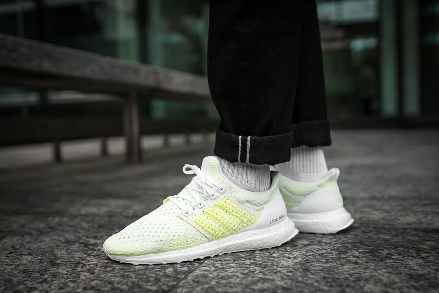 chaussure-adidas-ultra-boost-blanche-vert-fluo-on-feet-aq0481 (3)