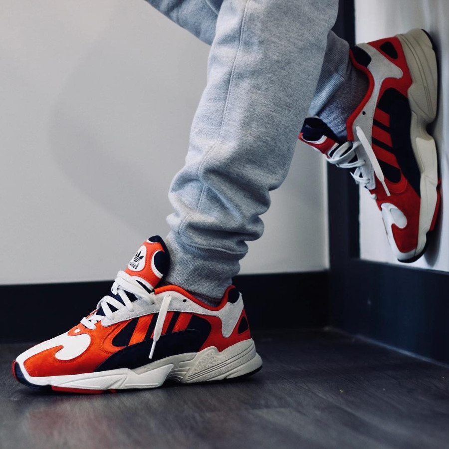 adidas-yung-1-torsion-chalk-collegiate-navy-red-on-feet-B37615 (1)