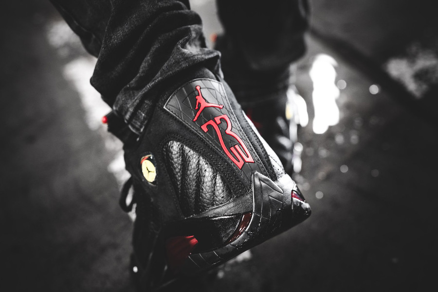 air-jordan-XIV-noire-black-varsity-red-on-feet- 487471-003 (1)