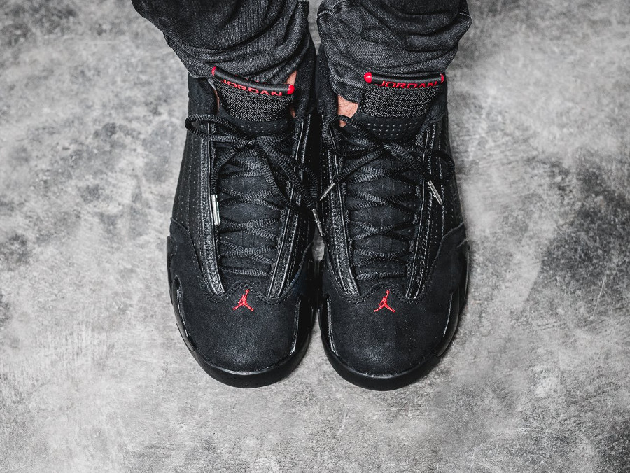 air-jordan-XIV-noire-black-varsity-red-on-feet- 487471-003 (2)