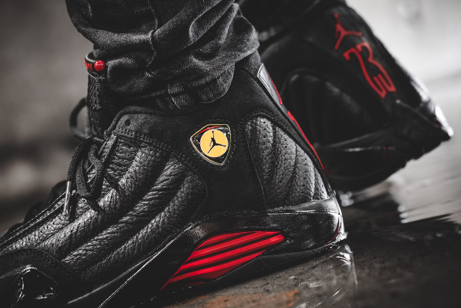 air-jordan-XIV-noire-black-varsity-red-on-feet- 487471-003 (4)