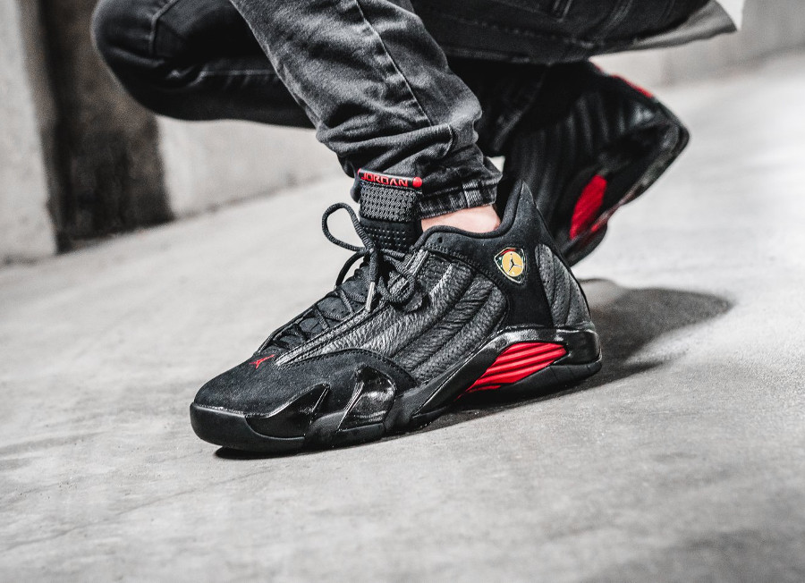 air-jordan-XIV-noire-black-varsity-red-on-feet- 487471-003 (6)