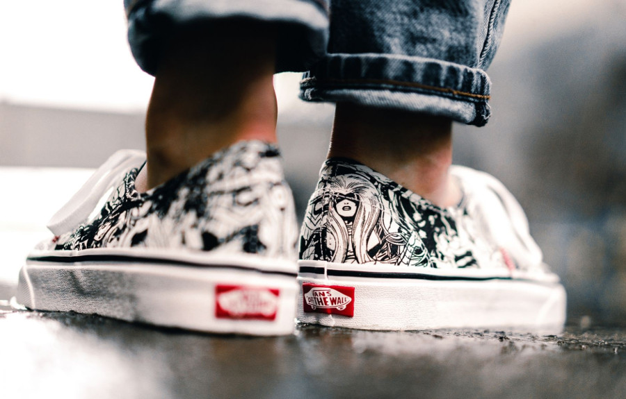 basket-avengers-vans-authentic-femme-marvel-noire-ey-blanche-VA38EMU5I (1)