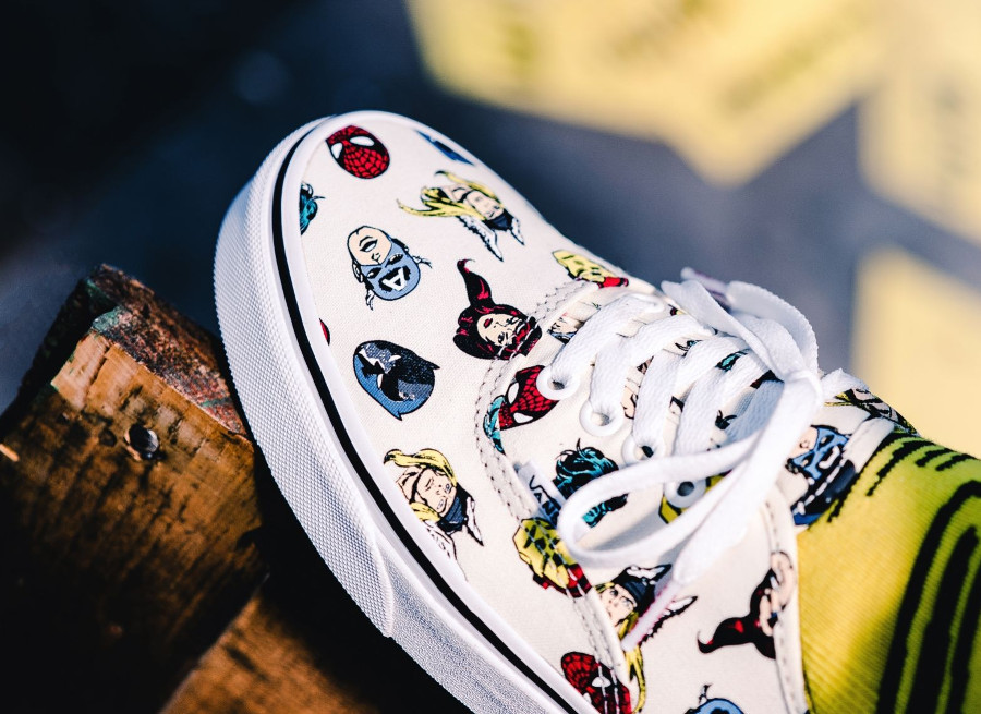avengers-vans-authentic-marvel-allover-print-VA38EMRNU (3)
