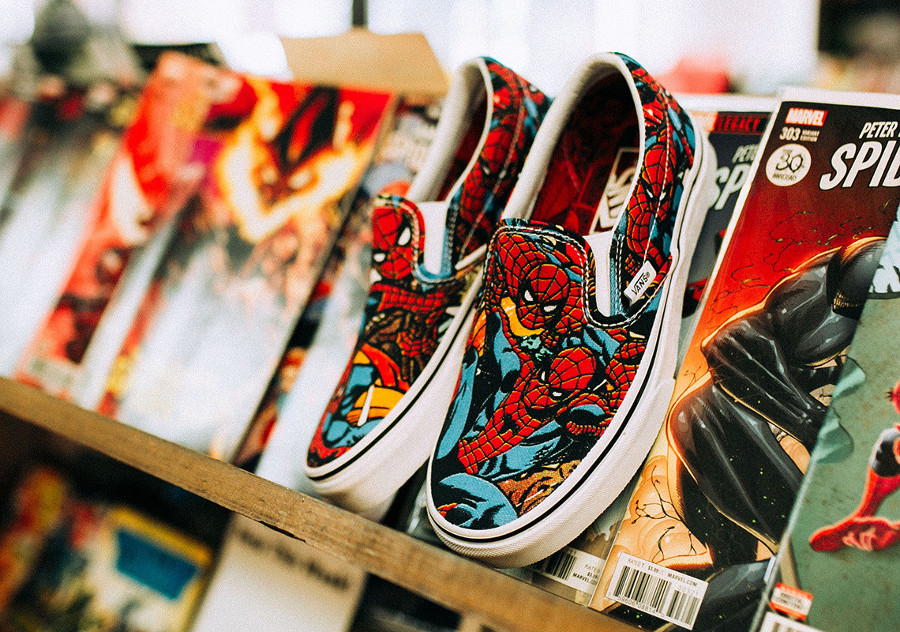 avengers-vans-slip-on-spiderman-bleue-rouge-VA38F79H7 (1)