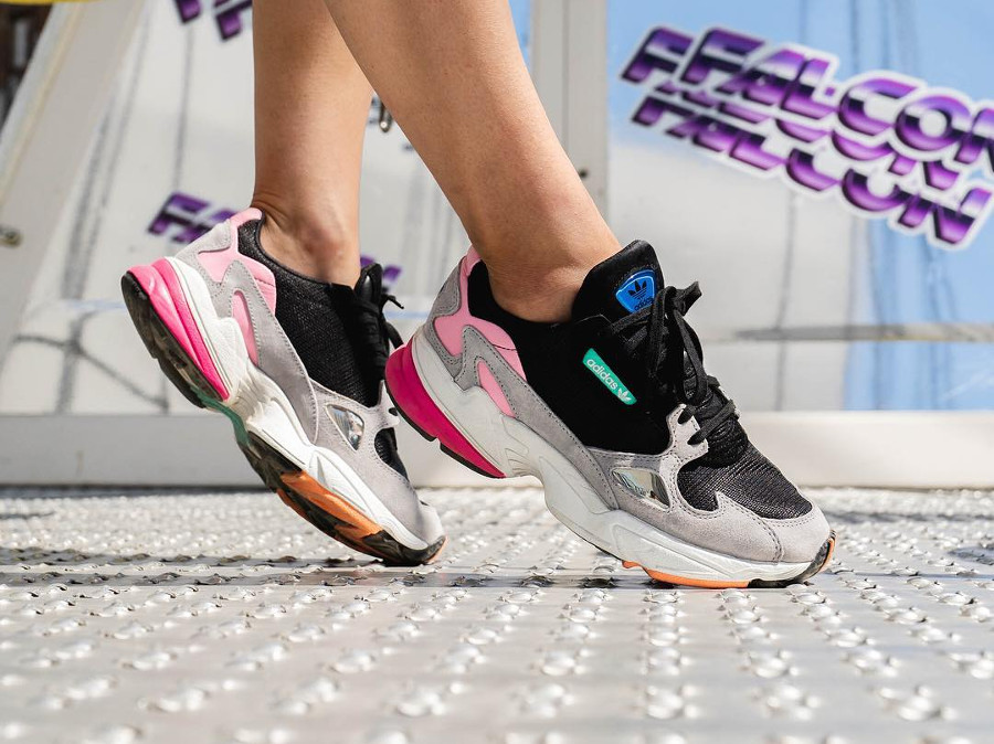chaussure-adidas-falcon-dorf-fille-noire-grise-rose-on-feet-BB9173 (1)