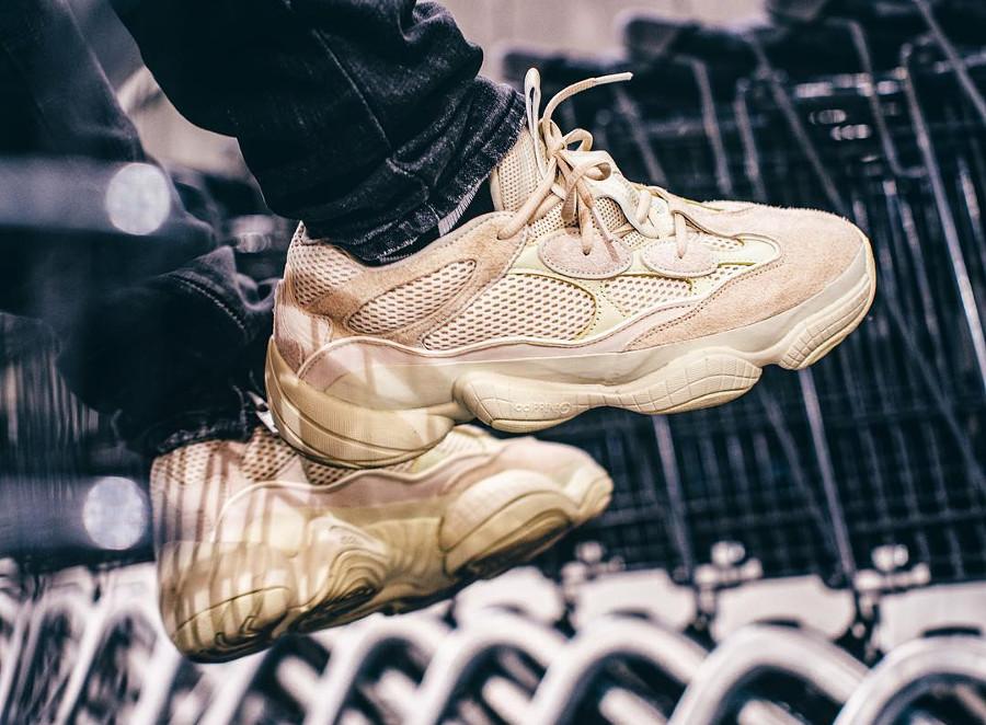 chaussure-adidas-yeezy-500-suede-sumoye-on-feet-DB2966 (1)