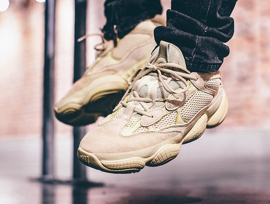 chaussure-adidas-yeezy-500-suede-sumoye-on-feet-DB2966 (2)