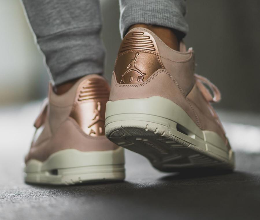 chaussure-air-jordan-iii-womens-suede-beige-rose-gold-AH7859-205 (1)