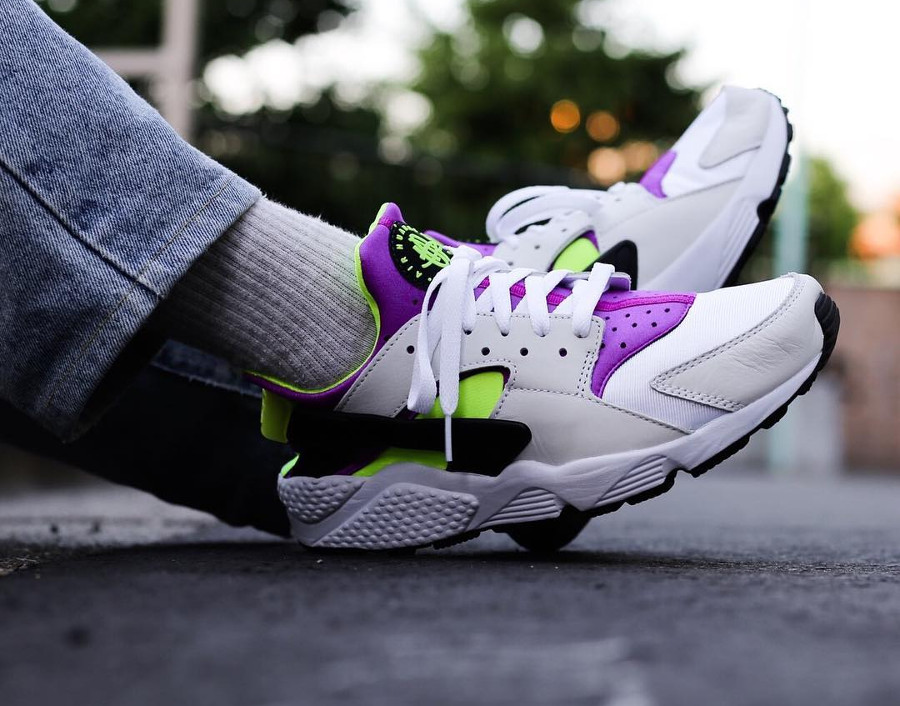 Review Nike Air Huarache Run 91 Qs Og White Neon