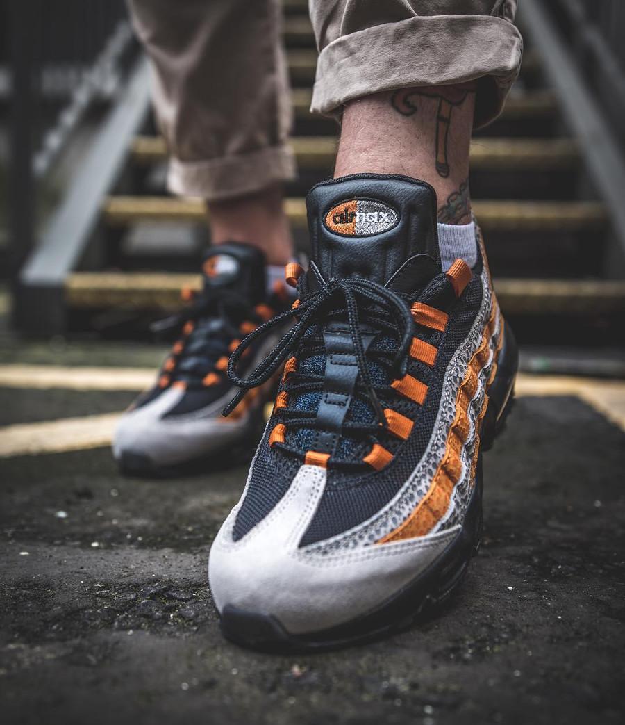 chaussure-nike-air-max-95-safari-print-black-grey-orange-on-feet (2)