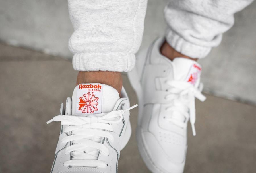 chaussure-reebok-classics-workout-plus-white-bright-lava-CN5203 (3)