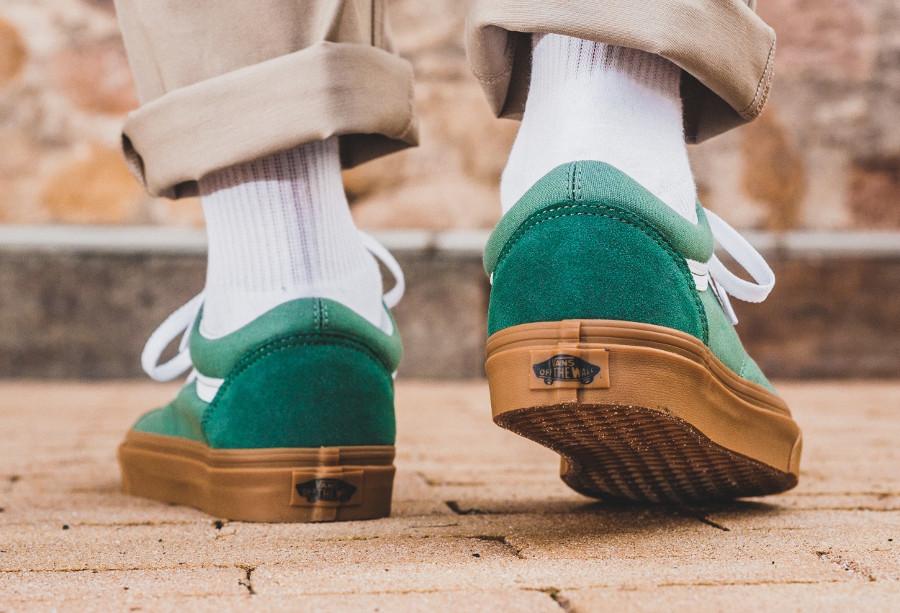 chaussure-vans-old-skool-verte-semelle-en-gomme-on-feet-VA38G1Q9V (1)