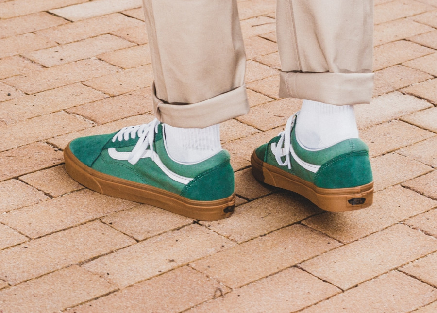 chaussure-vans-old-skool-verte-semelle-en-gomme-on-feet-VA38G1Q9V (2)