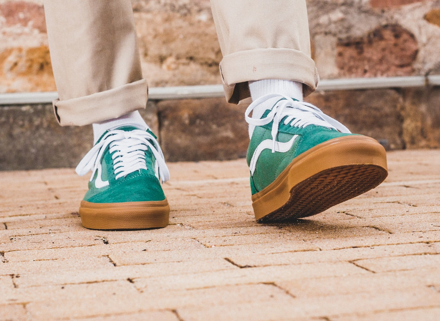 chaussure-vans-old-skool-verte-semelle-en-gomme-on-feet-VA38G1Q9V (4)